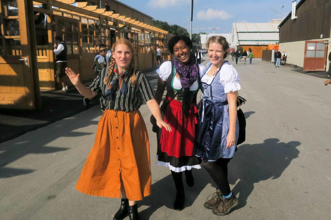 Oktoberfest Munich women outfit
