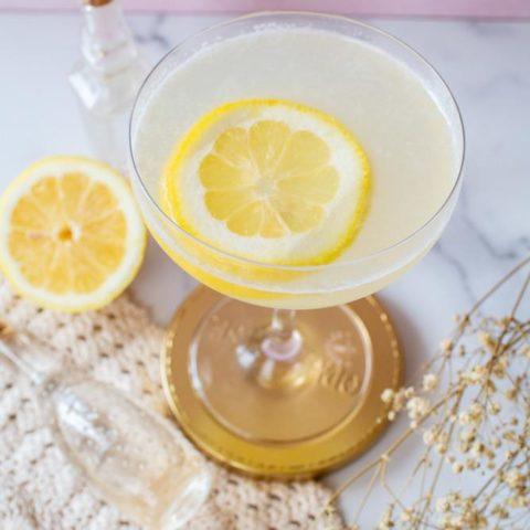 Elderflower Gin Fizz Cocktail (With A Modern Twist!)